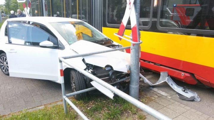 Straßenbahnunfall: Pkw contra Bahn