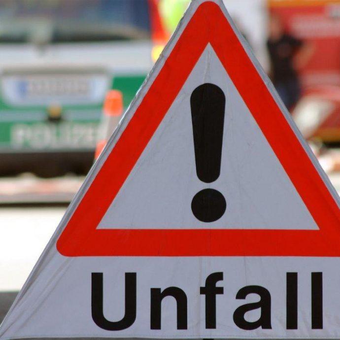 Weil die Fahrerin eines BMW gestern Abend in Rastatt die Kontrolle über ihren Wagen verlor entstand ein Sachschaden im fünfstelligen Bereich.