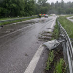 Wegen Aquaplaning schleuderte das Auto auf der B3 bei Karlsruhe in die Leitplanken.