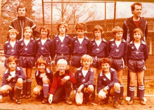 KSC Jugendmannschaft mit Karlsruhes Citymanager Frank Theurer und Oliver Kahn